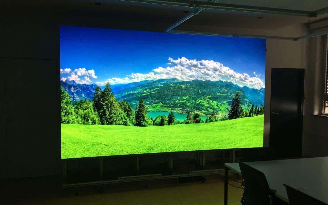 Moderne Großflächenwerbung mit LEDs